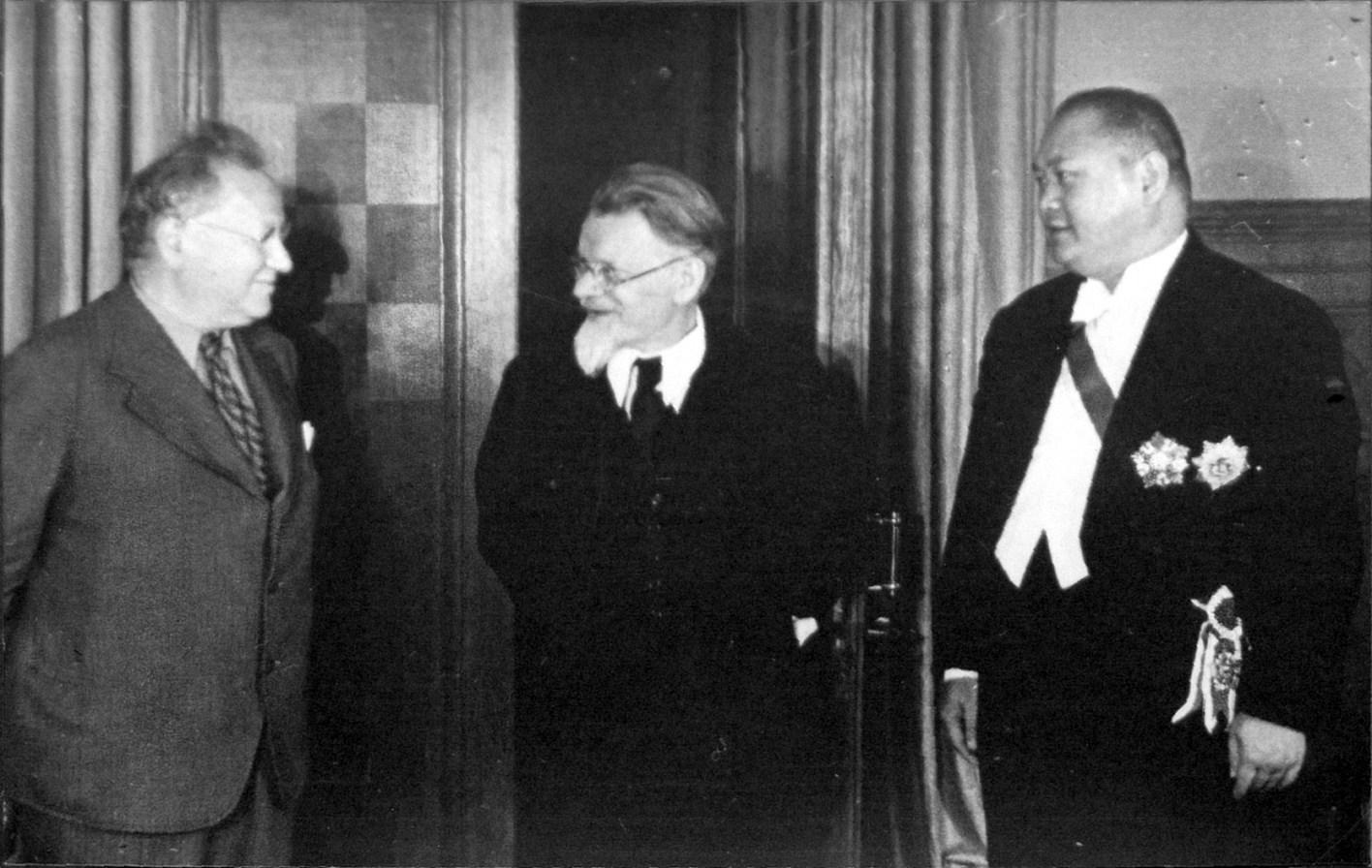 М. М. Литвинов, М. И. Калинин и посол Китайской Республики в СССР Янь Цзэ. 1938