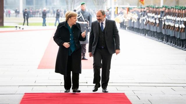 Готовит ли Меркель карабахский сюрприз для Алиева
