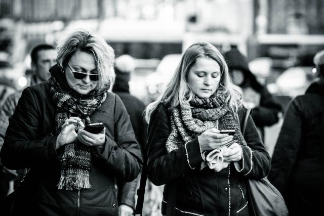 Иллюзия счастливой жизни: почему появляется зависимость от соцсетей