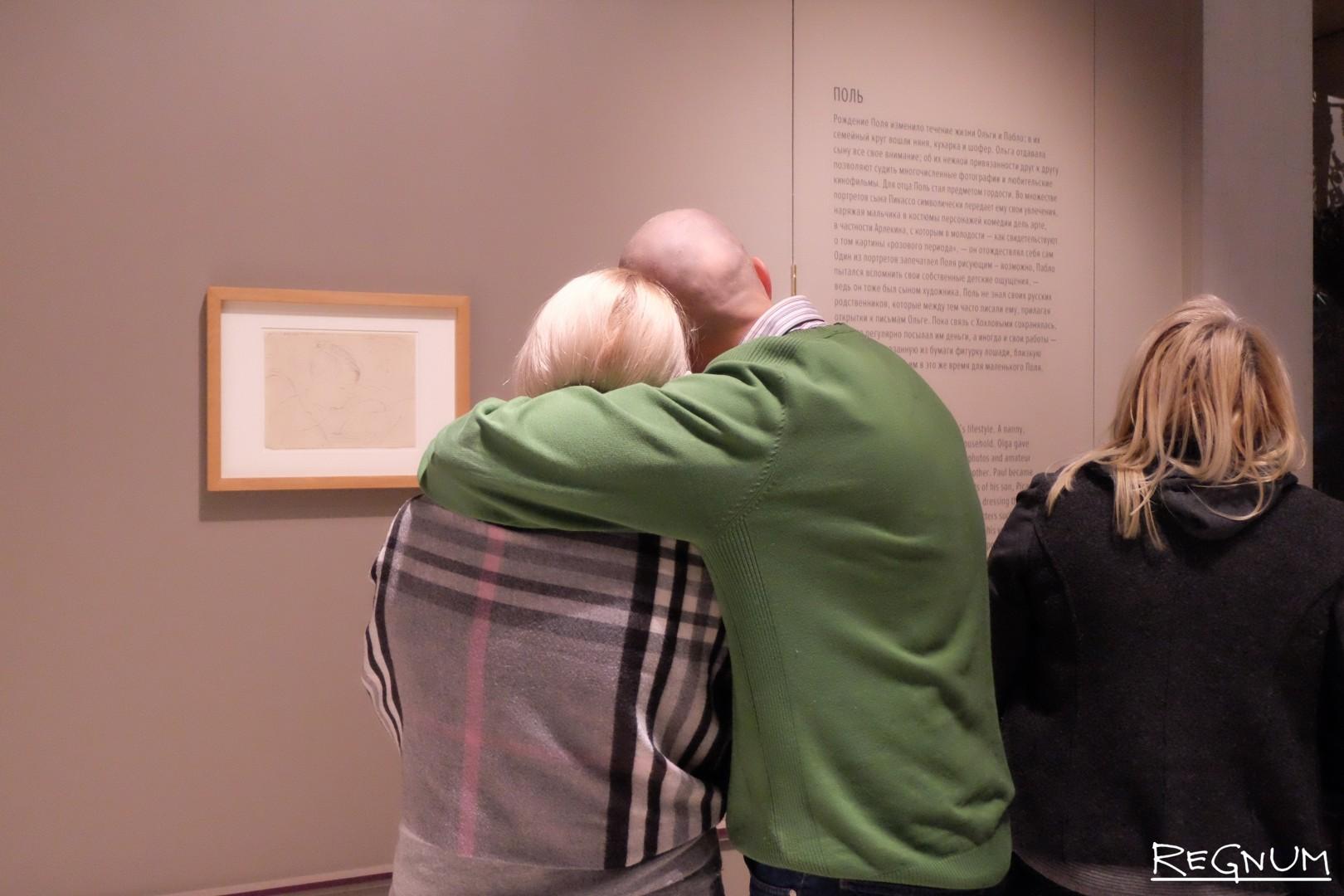 Посетители на выставке «Пикассо&Хохлова»