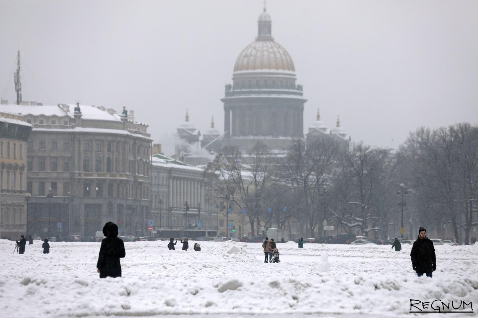 Неубранная Дворцовая площадь