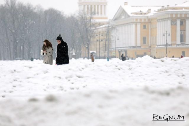 Дворцовая площадь в снегу