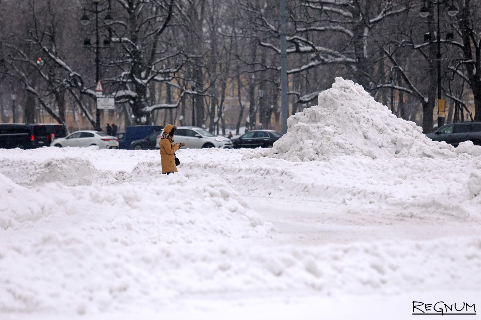 Снег на Дворцовой площади