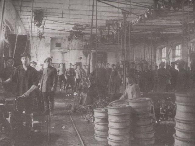 Литейный цех (впоследствии кузнечный) Петуховского литейно-механического завода. 1930