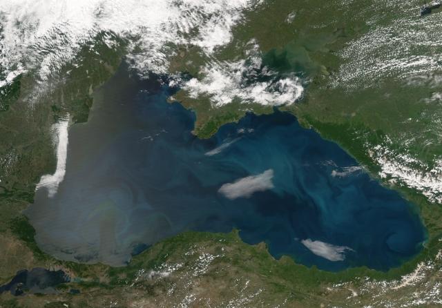 Корабли НАТО стали дольше присутствовать в Черном море