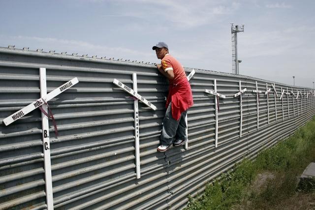 К южной границе США подошла очередная группа мигрантов из 1,7 тыс. человек