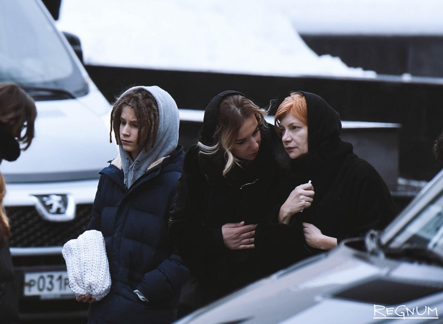 Сын и мать Децла  (Кирилла Толмацкого)