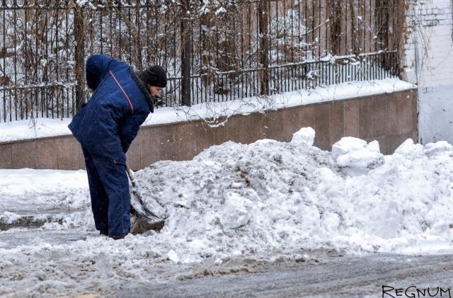 Саратовских учителей вновь погнали на уборку снега