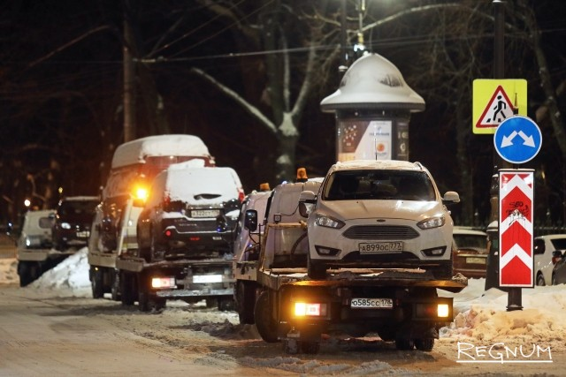 Эвакуированные машины на Кирочной улице