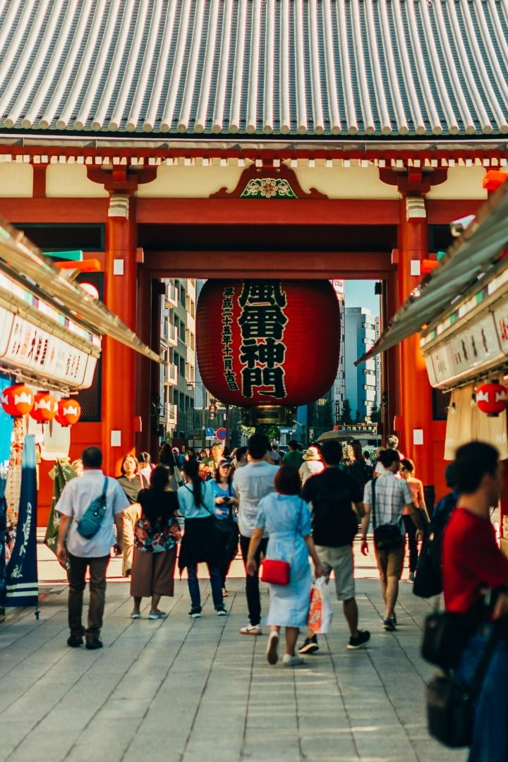Ворота Каминаримон на улице Накамисе