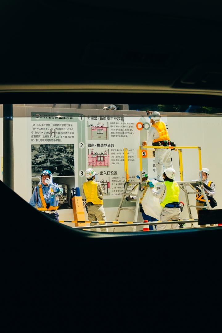 Строительство тоннеля для метро под дорогой