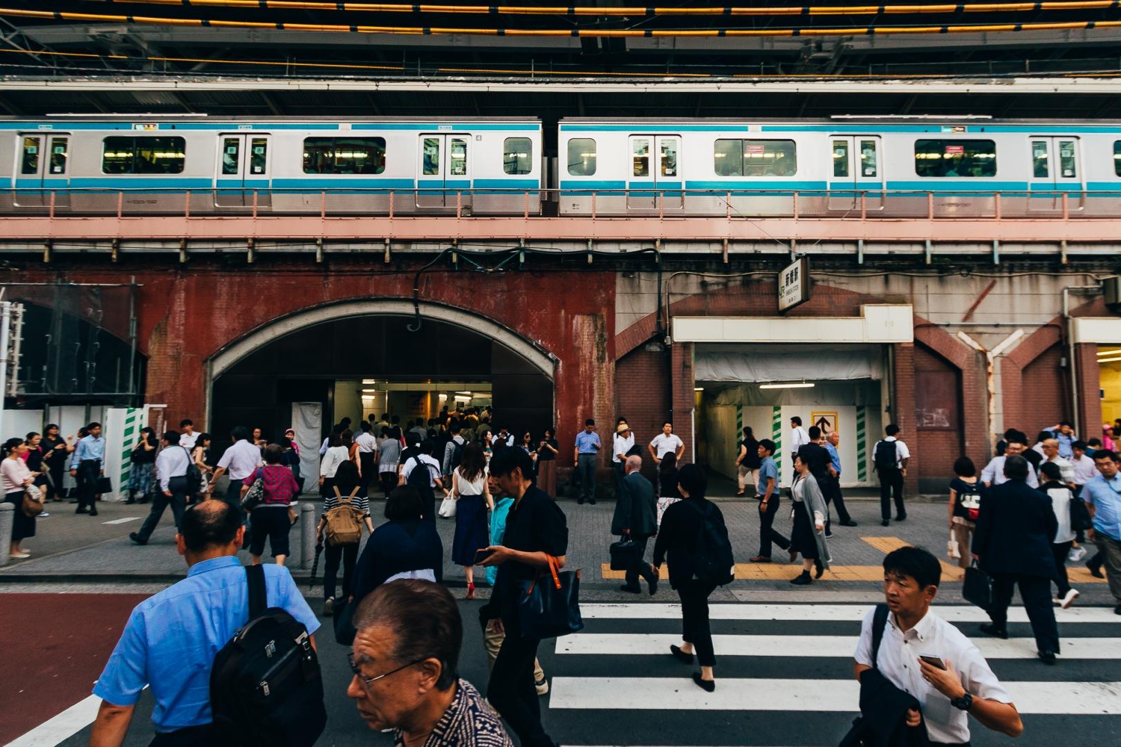Вид на станцию метро Симбаси