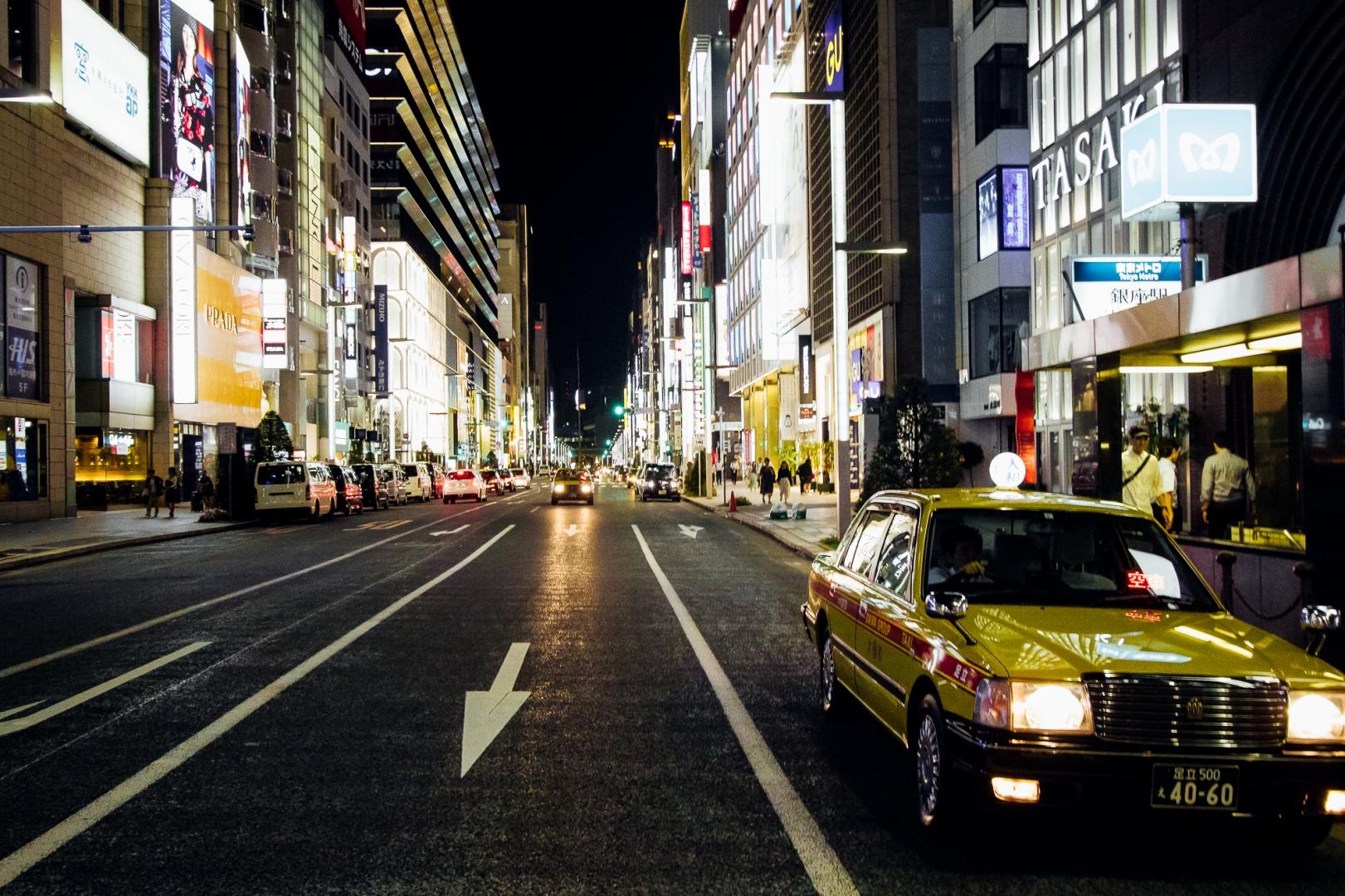 Такси на торговой улице