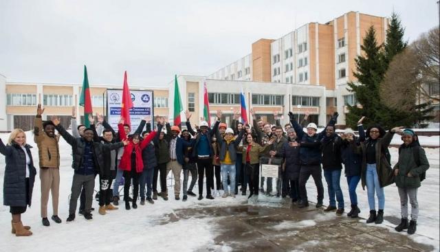 В Обнинске «возводят» международную снежную АЭС