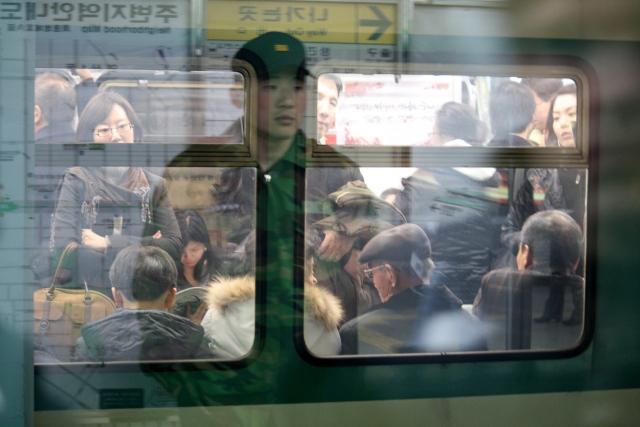 Сколько тратят жители Южной Кореи на аренду жилья и транспортные расходы?