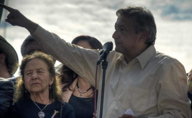 Президент Мексики призвал сохранить тарифы на электроэнергию
