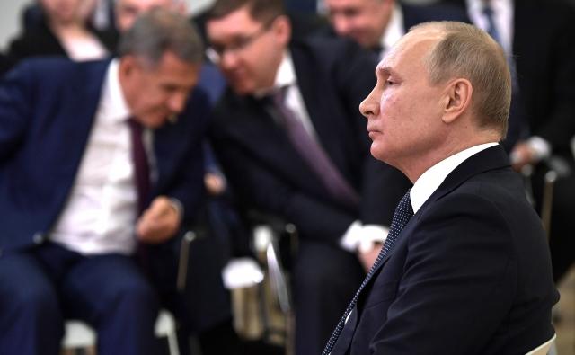 Путин заметил, что Минниханов не слушал, о чем говорит глава государства