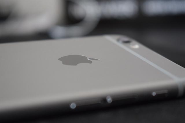 Функция перезагрузки iPhone вызвала панику среди пользователей — СМИ