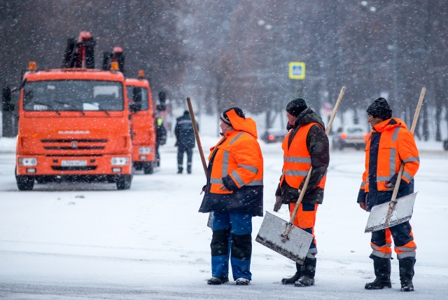 В Москве дворников задержали и осудили после встречи с главой управы