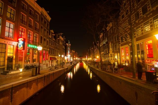 Мэр Амстердама решил изменить известный квартал Красных фонарей