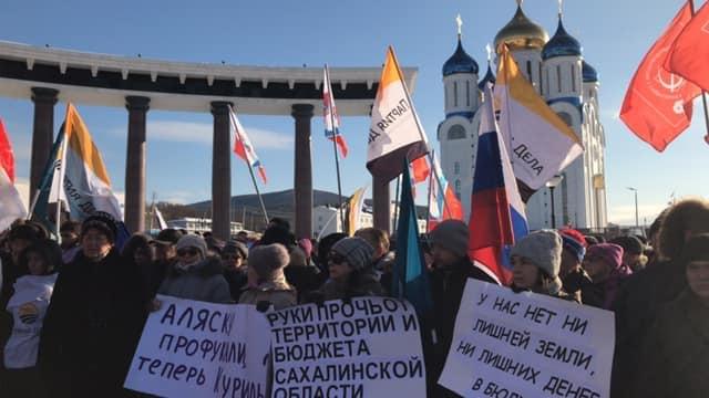 «Курилы наши!». Митинг на Сахалине