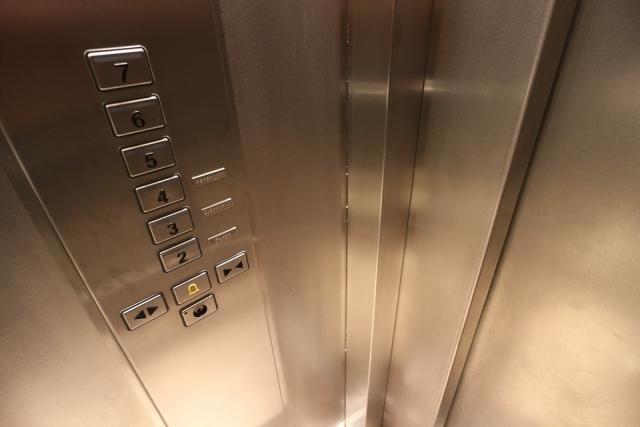 В Крыму хотят заменить 900 неисправных лифтов, но своих денег на это нет