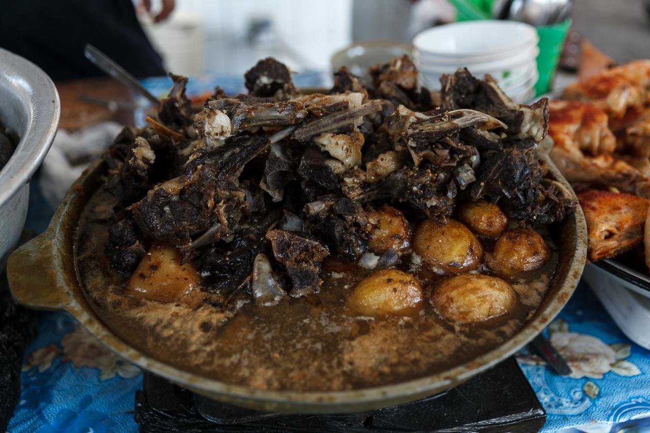 Казан-кебаб — мясо на косточке с картошкой