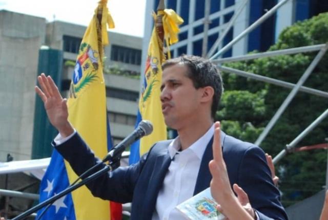 Гуайдо снова просит военных Венесуэлы пустить в страну «гумпомощь» от США