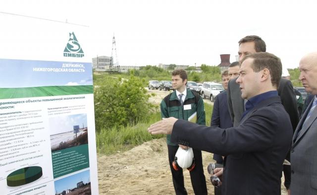 Дмитрий Медведев осмотрел шламонакопитель «Белое море»