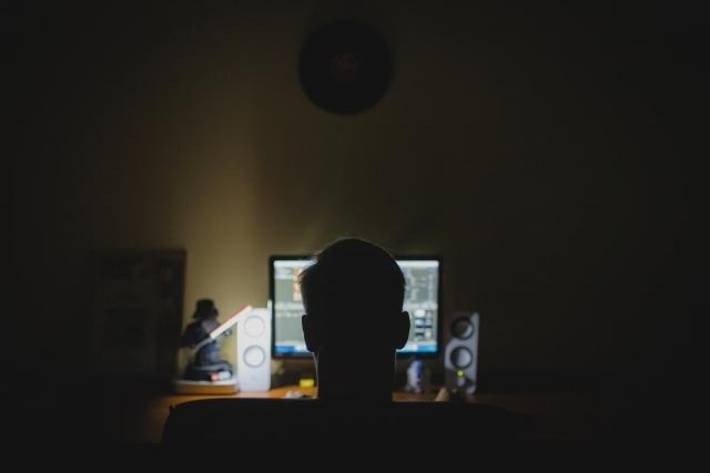 Макрон поддержал создание закона о противодействии ненависти в интернете