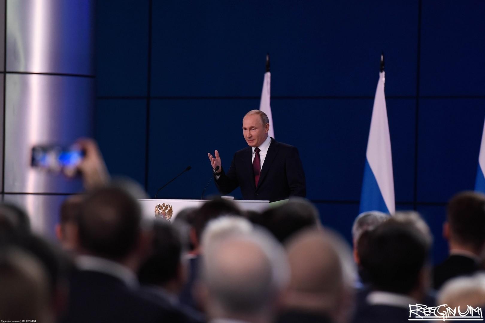 Владимир Путин во время оглашения послания Федеральному собранию