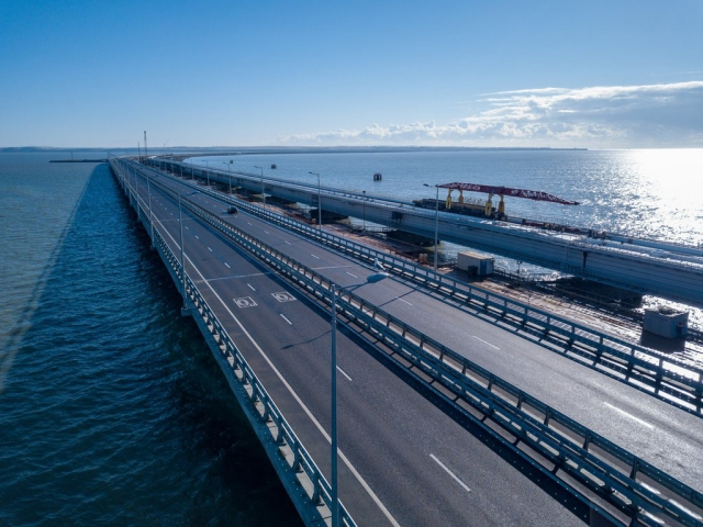 Поезда начнут ездить по Крымскому мосту с декабря
