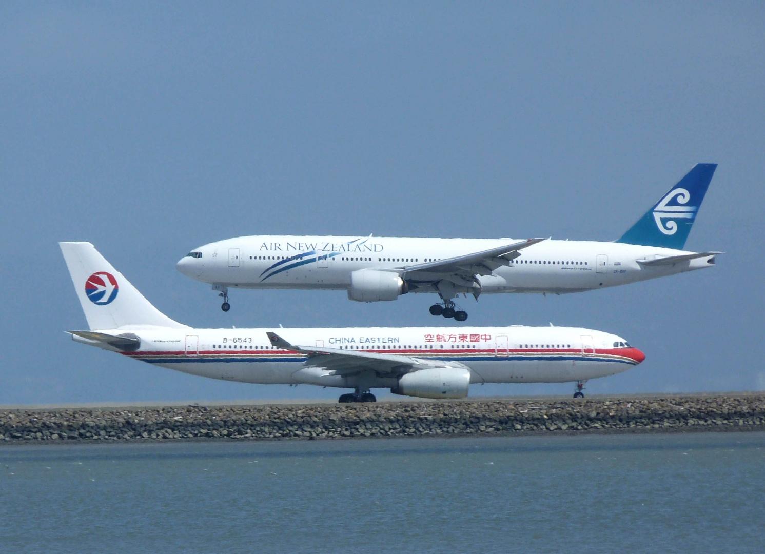 Новозеландский и китайский самолёты