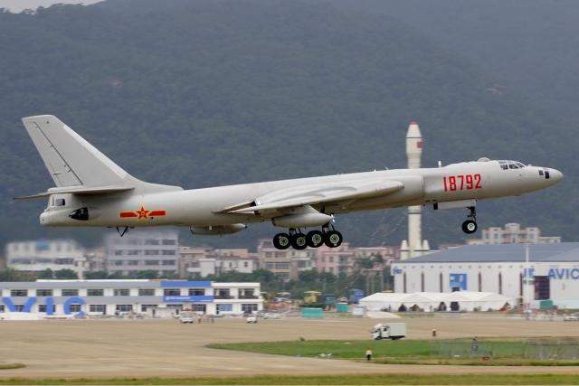 Китай нацелил на Тайвань четыре бомбардировщика-ракетоносца Xian H-6K