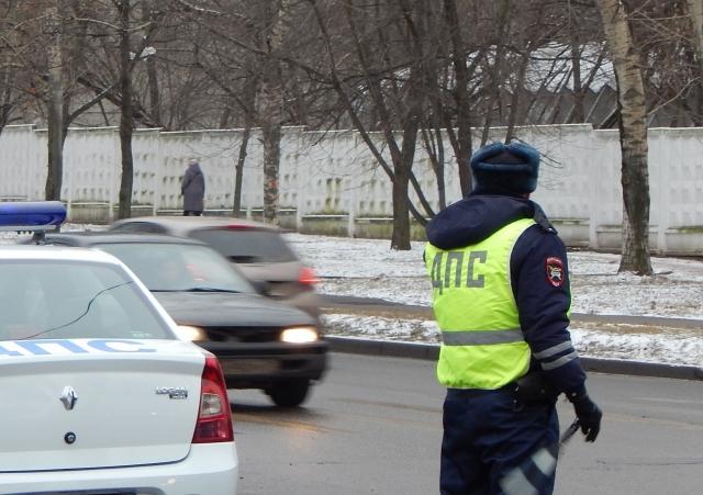 Автомобиль сбил женщину с ребенком на тротуаре в Ижевске