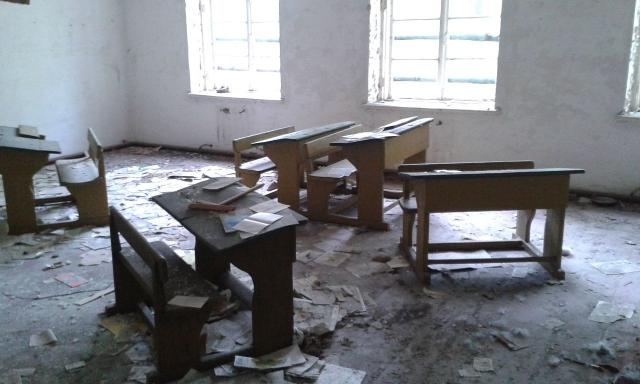 Условия обучения в Якутии: школа холодная, в дырах, но денег на ремонт нет