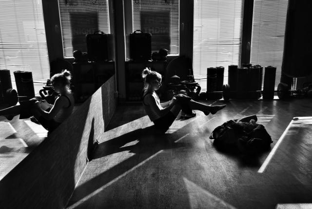 Катя в зале для тренировок по боксу