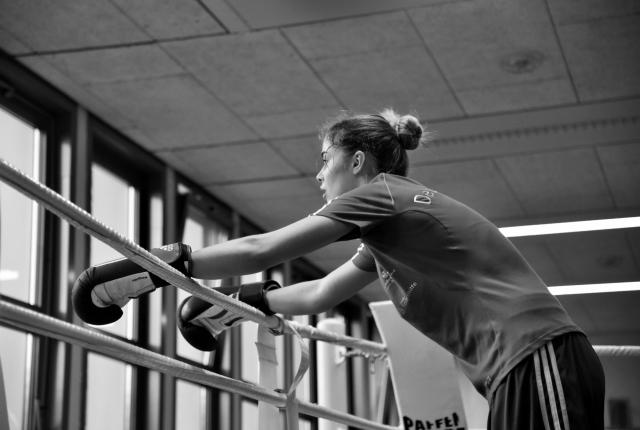 В школе об успехах спортсменки узнают больше из газет, т. к. сама Стефи предпочитает об этом много не рассказывать