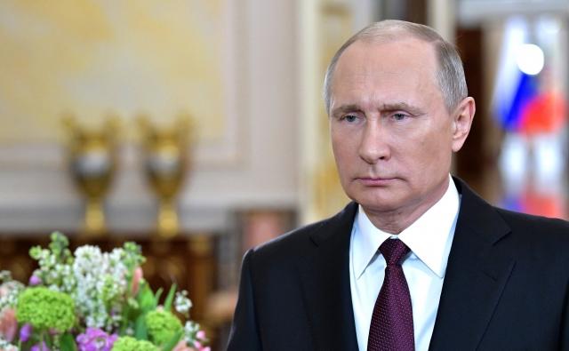 Путин поздравил соотечественниц с 8 марта
