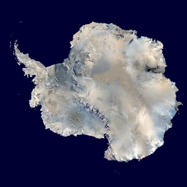 Антарктидa. Вид из космоса