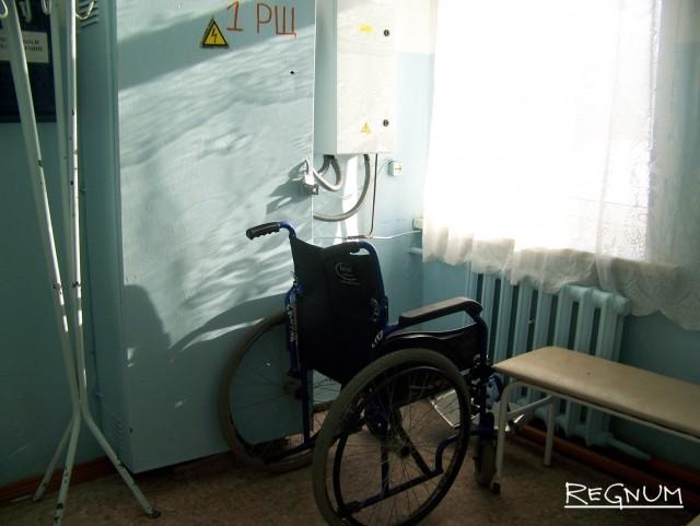 Кресло-каталка в приёмном покое Топчихинской ЦРБ, на которой более двух часов провела Валентина N