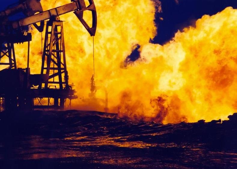 Пожар. Нефть