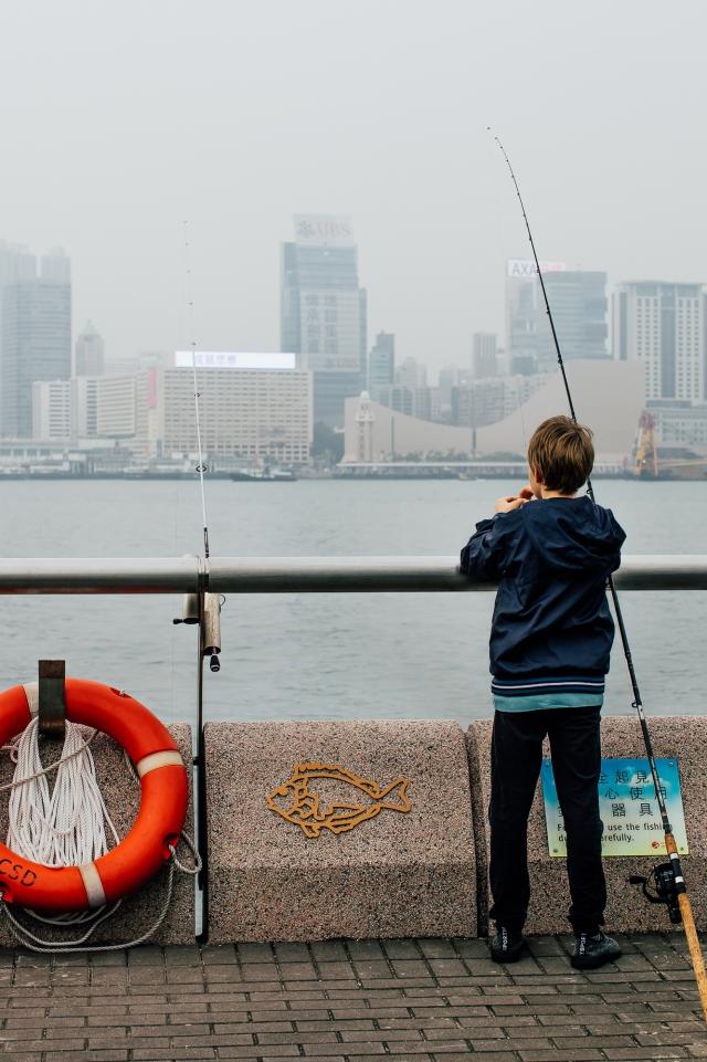 Рыбалка на набережной Central and Western District