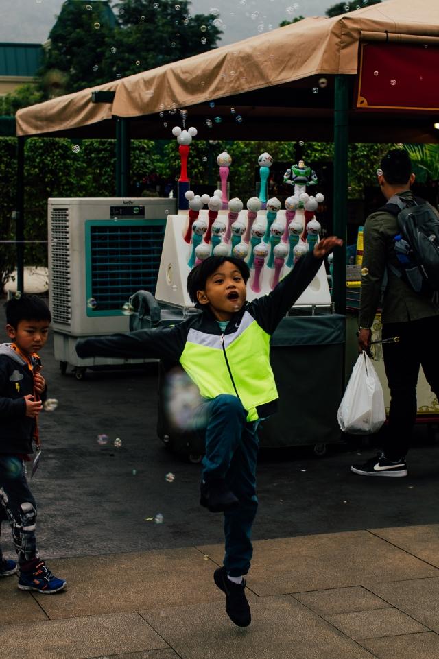 Дети в Disneyland`е