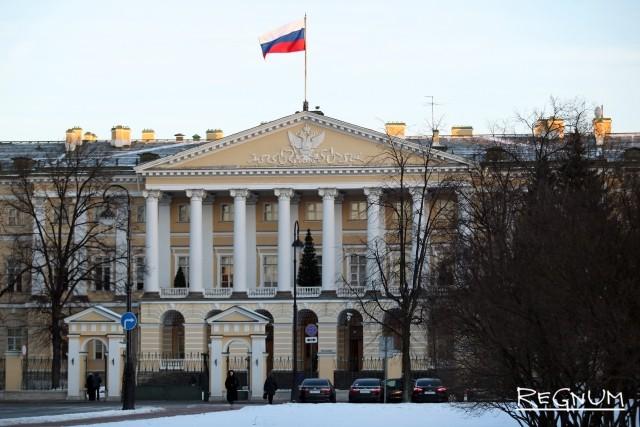 На три должности советников губернатора Петербурга претендуют 925 человек
