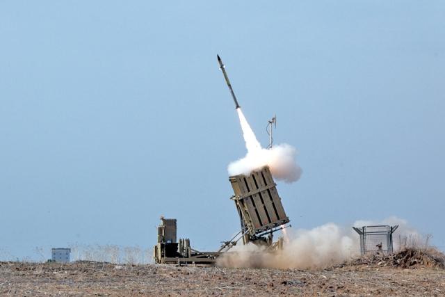 «Железный купол» сработал: ПВО Израиля сбили ракеты над Тель-Авивом