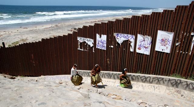 Конгресс США принял резолюцию об отмене режима ЧП на границе с Мексикой