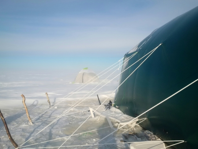 Палатка участников экспедиции «Малая Арктика»