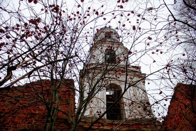 Заброшенная церковь в Тверской области