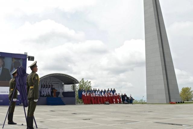 Церемония поминовения жертв геноцида армян в мемориальном комплексе «Цицернакаберд»